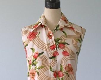 50% OFF SALE 1960s Floral Sleeveless Blouse . Vintage 60s 70s Retro Floral Print Shirt . Size