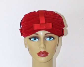 40% OFF SALE Vintage 1950s Red Velvet Fascinator Hat . Pleated Velvet Pillbox Hat with Red Satin Ribbon Bows . CAMELOT New York