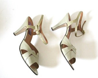 Vintage 50s Taupe Grey Heels- 8.5, 39, Pinup Retro Shoes, Gray, Scallop Shoes, Italy Rosa Mary Strappy Heel Sandals