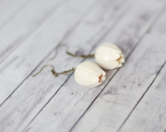 Ivory white flower earrings, Tulip earrings, dangle floral earrings,flower buds earrings, floral earrings, wedding earrings, summer earrings