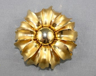 CLEARANCE Vintage Flower Power Floral Gold Tone Brooch Mod