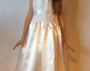White Shiny Silky Satin and embroidered Alencon Lace Flower Girl Frist Communion Dress - Size 6/7 MB10005