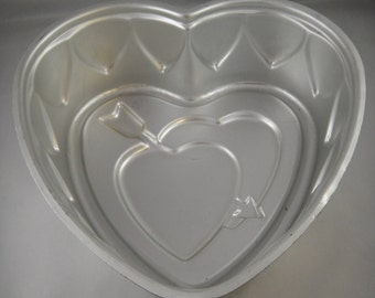 Double Heart with Arrow Aluminum Cake Tin Wear-Ever No 294 1/2