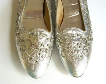 Vintage Sbicca Shoes, Metallic Silver Flats Size 8N, Rhinestones silver Studs, Retro 1960s