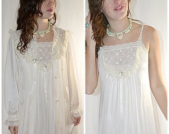 Vintage Ivory and Lace Long Night Gown and Robe Peignoir Set Pinehurst 36 Inch Bust