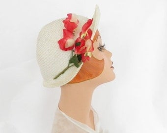 Vintage cloche hat, white with red flowers