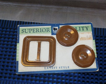 """Vintage 1930s Dark Brown Buttons and Buckle Set on Original Card 6/8"""" Buttons"""