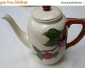 VINTAGE TEAPOT ---- earthenware, green, leaves, red, apple, teapot