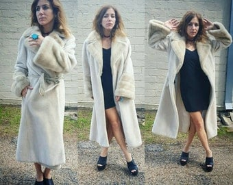 Faux fur long winter coat classic classy chic size small dize medium almoat famous style penny lane style boho hipster cool fur coat cozy