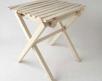 Folding Wood Stool / Vintage White Stool / Slat Wooden Camp Seat / Fold Up Bench / Farmhouse Cottage Chic / Cabin Decor