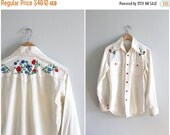 20% SALE vintage 70s men's hand embroidered button down shirt - floral 70s shirt / Country Western - rockabilly / vintage 1970s wide collar