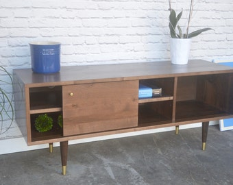 Kasse TV Stand - Solid Brown Maple - Nordic Walnut Finish