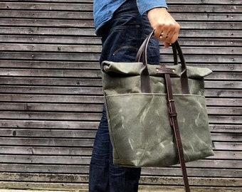 Messenger bag with roll to close top in waxed canvas with adjustable shoulderstrap UNISEX
