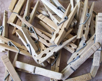 Vintage wood clothespins group of 36.   C4-398-.66