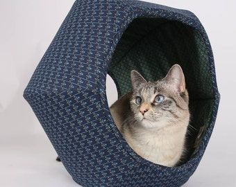 Cat Ball Hexagonal cat bed in Navy and Teal