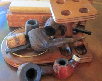 Vintage Decatur Wood 4  Pipe Rack 2 Pipes and Miscellaneous Pipe Parts.   G-370