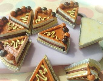5pcs of resin  triangle sliced chocolate cake diy cabochon 27x25mm flatback