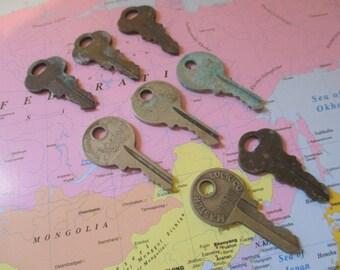 8 Vintage Padlock Keys Crafts Steampunk Jewelry