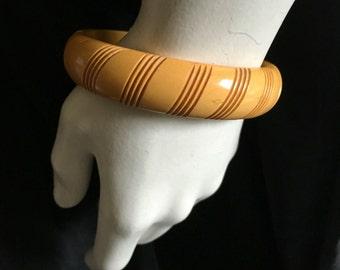 Vintage 1930s Carved Bakelite Bangle Bracelet