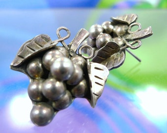 Vintage Taxco Mexico Post Earrings Bunch or Cluster Of Grapes Mexico  Sterling 925 Signed TB-04 (88.328)