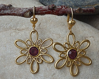 Flower dangle earrings. Purple swarovski earrings. Gold wire wrapped flower earrings. Women jewelry gift for woman. Gold plated earrings