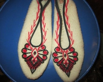 vintage wool embroidered shoes, slippers, leather sole,,,unused. norway