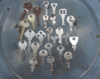 Flat keys, key supply, industrial, unusual shape, silver colored,  jewelry, steampunk, altered art supply, 25 pieces