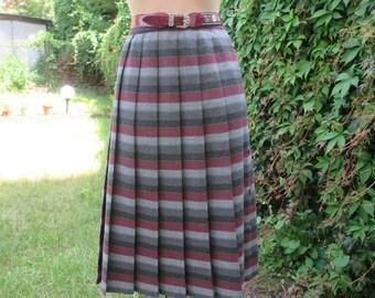 Pleated Skirt/ Skirt Vintage / Plaid Skirt / Checkered Skirt / Size EUR44 / UK16 / Viscose/ Side Buttoned