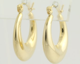 Oval Hoop Earrings - 14k Yellow Gold Pierced L9830