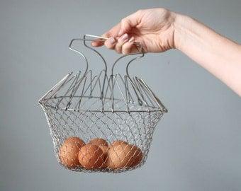 Vintage Metal Collapsible Wire Basket Colander with Handle