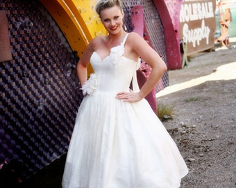 Adorable ivory silk tea length wedding gown, size 6 to 8