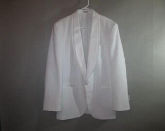 Men's White Dinner Jacket // Oscar de la Renta, Wash and Wear // Satin Lapel, One Button Front Closure...39 R