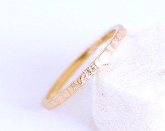 Hammered promise ring in fairmined rose gold 14 k with white traceable australian diamond -Custom fair engagment ring-minimal-matt gold-bcn