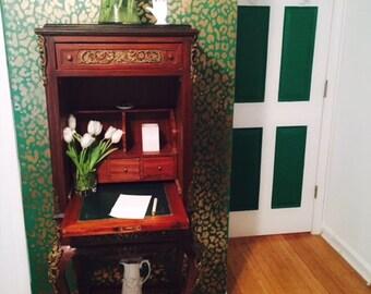 Ormolu Vintage Secretary With Key Desk and Storage. Fig House Vintage. Brass Details. Secretarie Atlanta