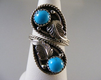Vintage Southwest Turquoise Bypass Ring in Sterling Silver.....  Lot 4523