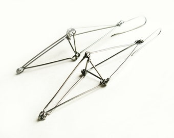 Geometric dangle earrings made of stainless steel wire Futuristika