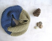 Chunky Tube Scarf Knit, Color block Green Blue Infinity Cowl Scarf, Women Men Handknit Winter Fashion, Two Tone Neckwarmer, Slouchy soft