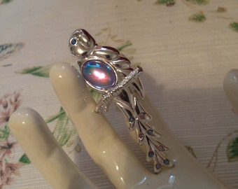 Parrot Pin with Irredescent Body,