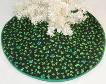 "St. Patrick's Day Mini Tree Skirt - 14"" ~ Black With Green Shamrocks"