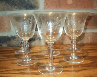 6 Vintage Etched Crystal Stemware Glasses with Pineapple and Palm Leaf design in Good Condition, A darling aperitif or dessert wine vessel