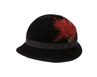 Black Hat, Black Derby,  Garfinckel Debutante, Flamand Pollack Felt, Red Feather, 1950s Hat, Vintage Derby, Womens Hats