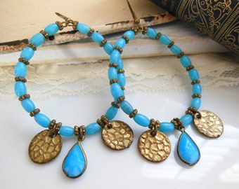 Vintage Turquoise Blue Glass Antiqued Gold Tone Bead Coin Charm Earrings QQ25