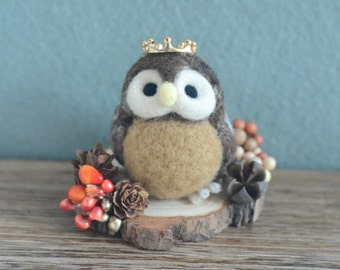 Autumn needle felted owl in woodland diorama, fall season mini woodland theme home decor, owl prince miniature doll, gift under 25