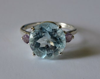 Sky Blue Topaz Sterling Silver Ring Size 6.5 (Amethyst Accents)