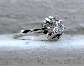 Classic Vintage 18K White Gold Diamond Solitaire Engagement Ring - 0.41ct.