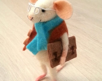 1:12 mouse, needle felted mouse, smart mouse, study mouse, dollhouse mouse, miniature mouse, felt mice, felt mouse, art mouse, felted mouse