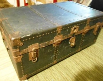 Vintage trunk coffee table w/ storage & casters