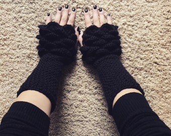 Fingerless crocodile stitch gloves in black crochet scaled