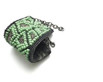 green pattern glass beads bracelet