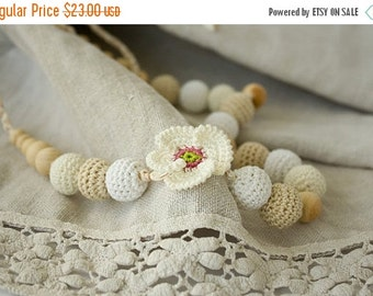 White Poppy Crochet Nursing / Breastfeeding Necklace - white, cream, beige - baby shower gift, babywearing - FrejaToys